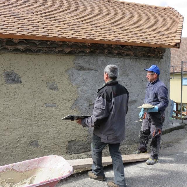 Four Aspres les corps - 2017 - rénovation et découverte des enduits chaux - © Parc national des Écrins
