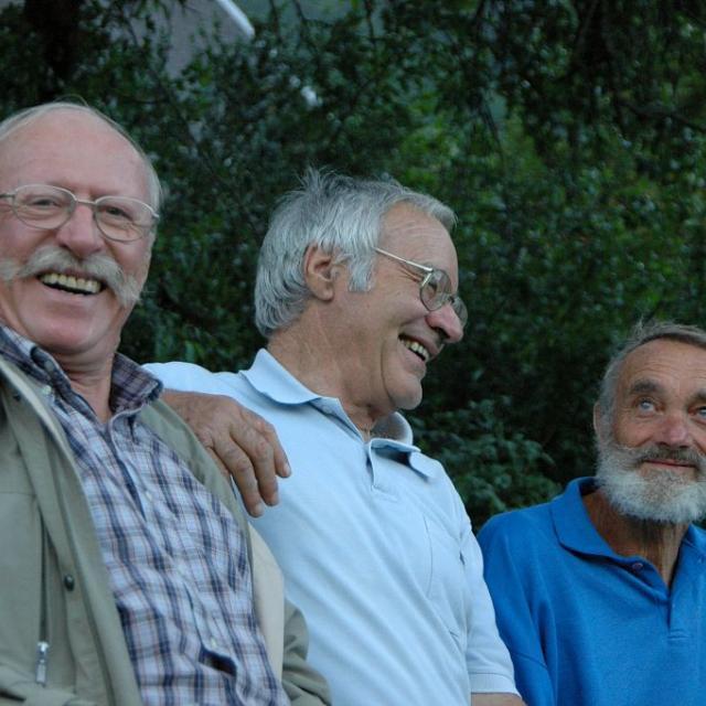 Jean-Alix Martinez, Roger Canac et Claude Coutas, pionniers du Grand tour de l'Oisans et des Ecrins réunis à l'occasion des 40 ans du GR54, en 2004 © Pierre Masclaux - Parc national des Écrins