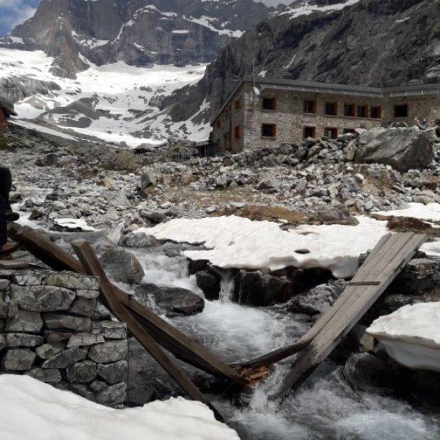 La passerelle du Châtelleret s'est écroulée sous le poids de la neige