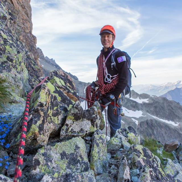 """Julien Charron, chargé de missions """"glaciers, refuges et sports de nature"""" au Parc national des Ecrins - © T.Maillet - PNE"""