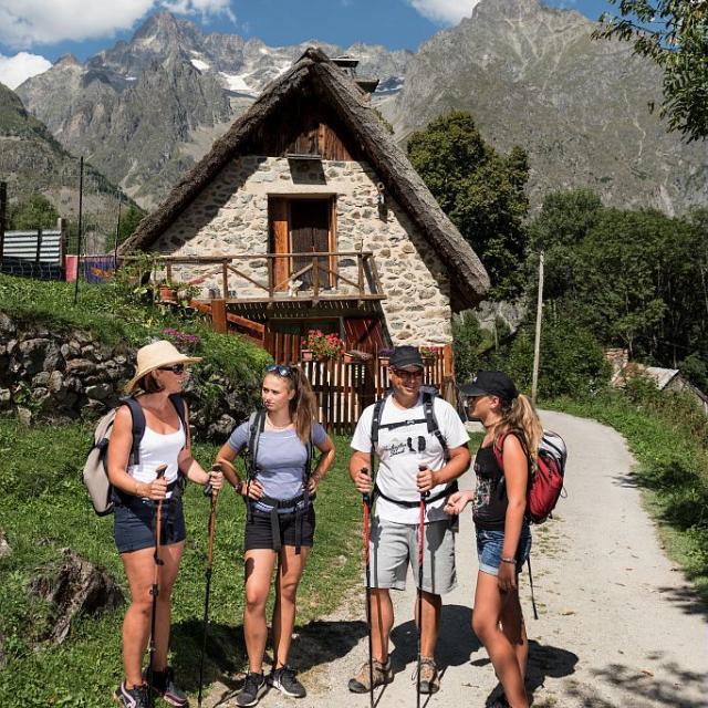 Randonnée en famille dans le Valgaudemar - (C) Carlos Ayestas - Parc national des Ecrins