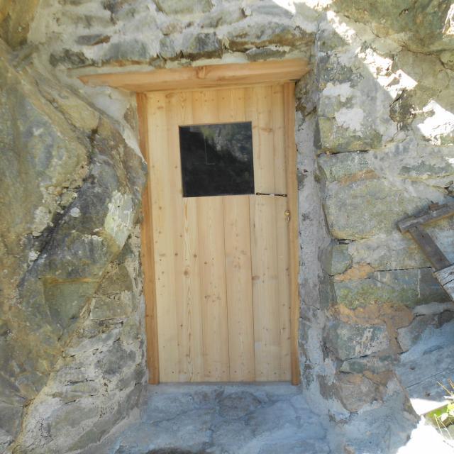 Abri sous roche des Bans, pendant travaux © J-L Grégoire - Parc national des Ecrins