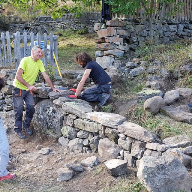 Formation pierre sèche 2019 à Dormillouse -© F.Sabatier - Parc national des Ecrins