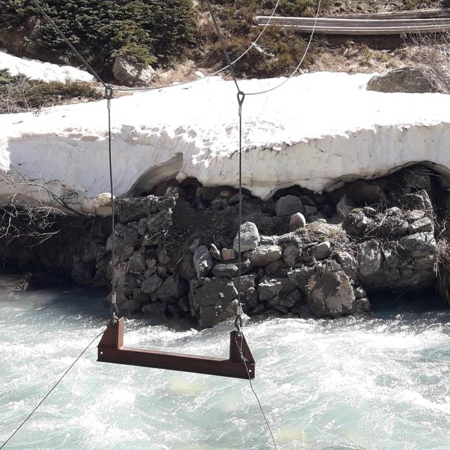 Assise suspendue de la passerelle du Carrelet, effondrée - mai 2020 photo Parc national des Ecrins