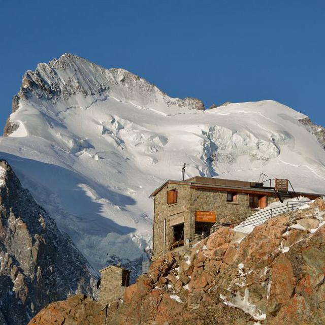 refuge des Ecrins - mai 2014 - photo Mireille Coulon - Parc national des Ecrins