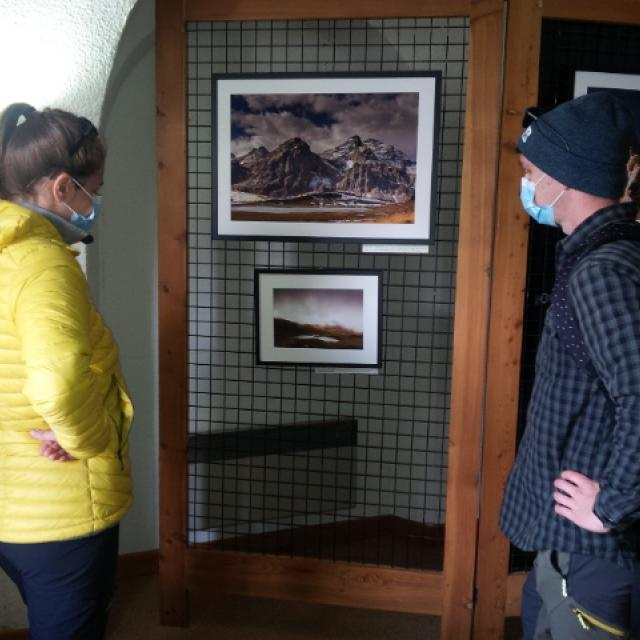Exposition photo cerces - Lautaret - juin  2020 - photo C.Gosselin - Parc national des Ecrins