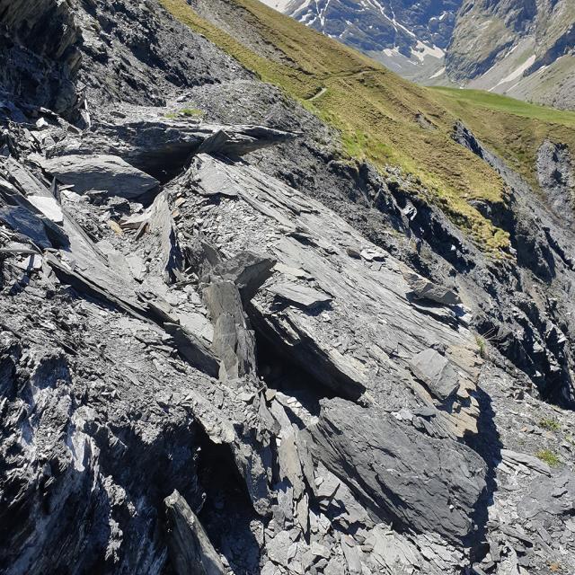 Eboulement et glissement de terrain sur le sentier des Crevasses - mai 2020 - photo E.Vannard - Parc national des Ecrins