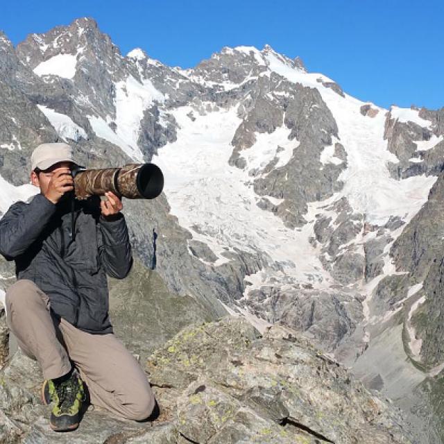 Corentin Esmieu est photographe / cinéaste animalier et accompagnateur en montagne.
