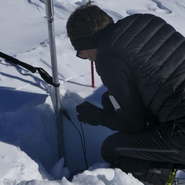 Mesure de la température de la neige - © I. Miard - PNE
