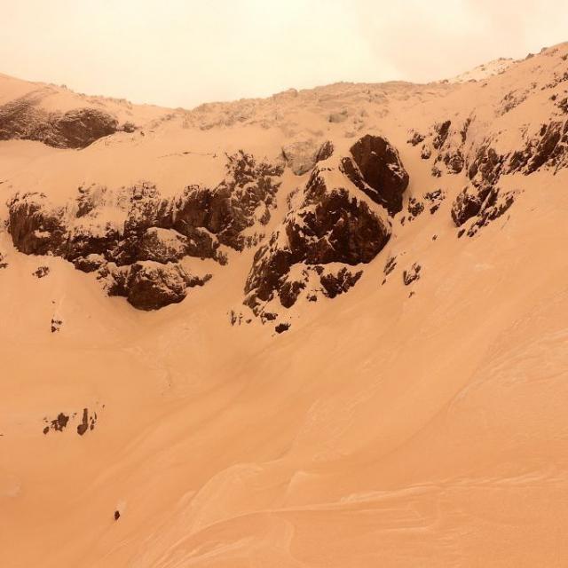 Dépôt de sable sur le front du glacier Blanc - © PNE