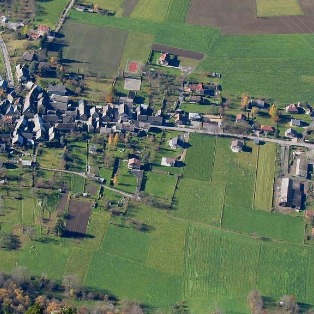 Plaine du Valbonnais - village d'Entraigues - du Vet © Jean-Pierre Nicollet - Parc national des Ecrins
