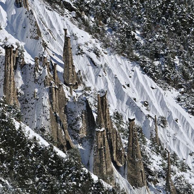 Demoiselles coiffées dans le Rabioux - Châteauroux les Alpes -- © Mireille Coulon - Parc national des Ecrins