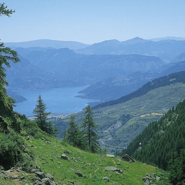 Le lac de retenue de Serre-Ponçon © Durix Sylvie- Parc national des Ecrins