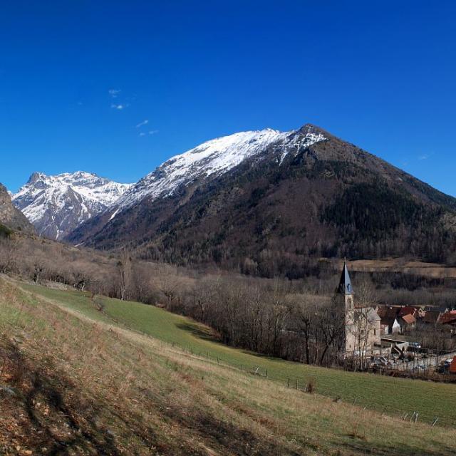 Le village de La Motte et la vallée de Molines © Dominique Vincent - Parc national des Ecrins