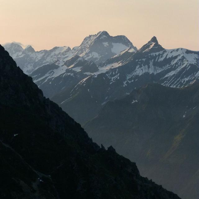 Vue sur Le Sirac et l'aiguille de Morge ©Ludovic Imberdis - Parc national des Ecrins