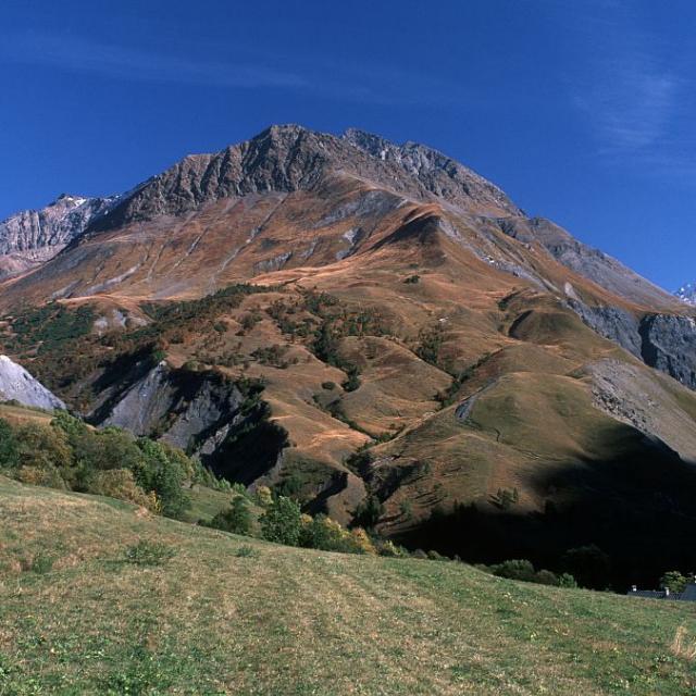 Versant ouest du Laurichard vu du pied du col ©Bernard Nicollet - Parc national des Ecrins