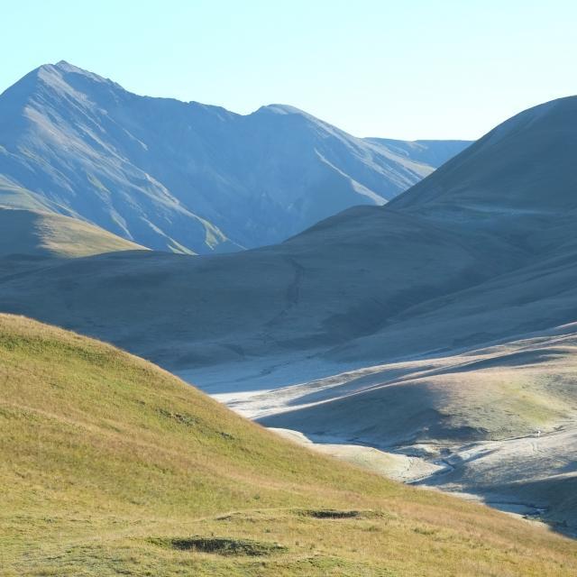 Les courbes douces du plateau d'Emparis ©Jean-Pierre Nicollet - Parc national des Ecrins