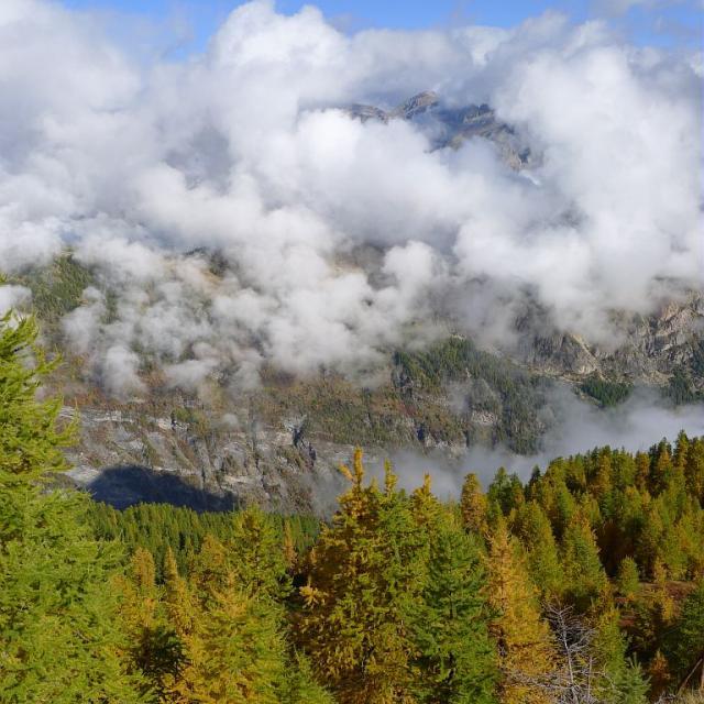 Brouillard depuis la crête de la Seyte à l'automne - L'Argentière la Bessée © Thierry Maillet - Parc national des Ecrins