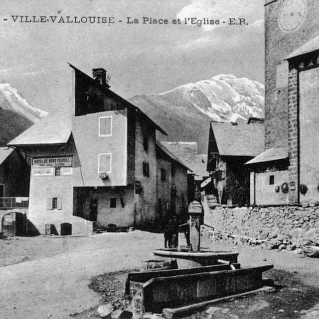Place de l'église à Vallouise (coll.PNE, ER) ©Parc national des Ecrins