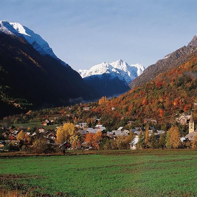 Le village de Vallouise ©Robert Chevalier - Parc national des Ecrins