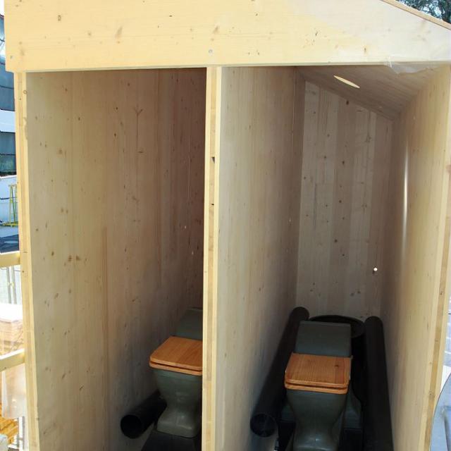 Toilettes sèches pour le refuge de l'Aigle © J.P Nicollet, PNE