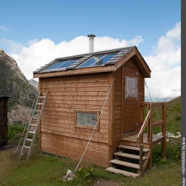 Toilettes sèches, refuge du Fond des Fours, Parc national de la Vanoise © M. Herrmann, PNV