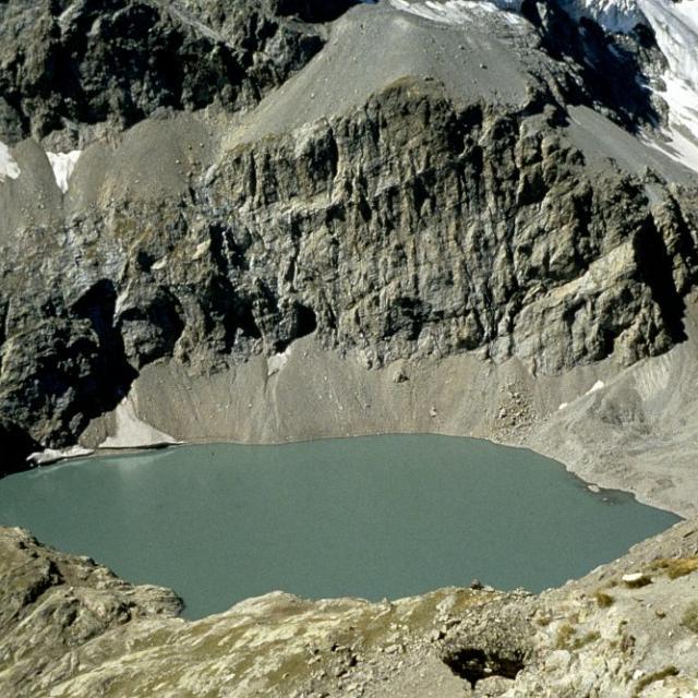 Le lac de l'Eychauda © Parc National des Ecrins