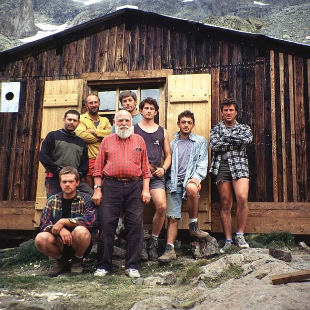 L'équipe des Compagnons qui a restauré le refuge Lemercier en 1997 © Claire Gondre - Parc national des Ecrins