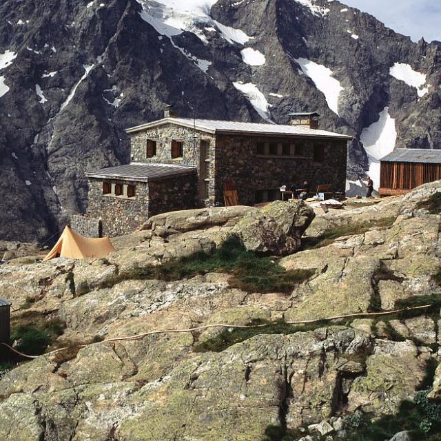Le refuge du Pelvoux et le refuge Lemercier © Yves Baret - Parc national des Ecrins