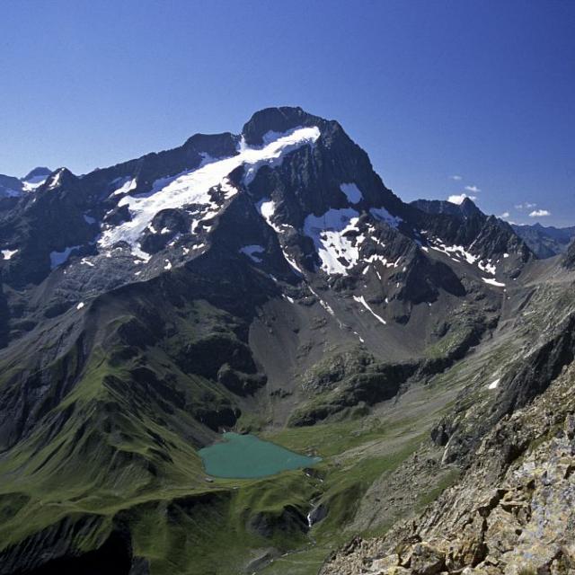 Lac, refuge et col de la Muzelle © Denis Fiat - Parc national des Ecrins