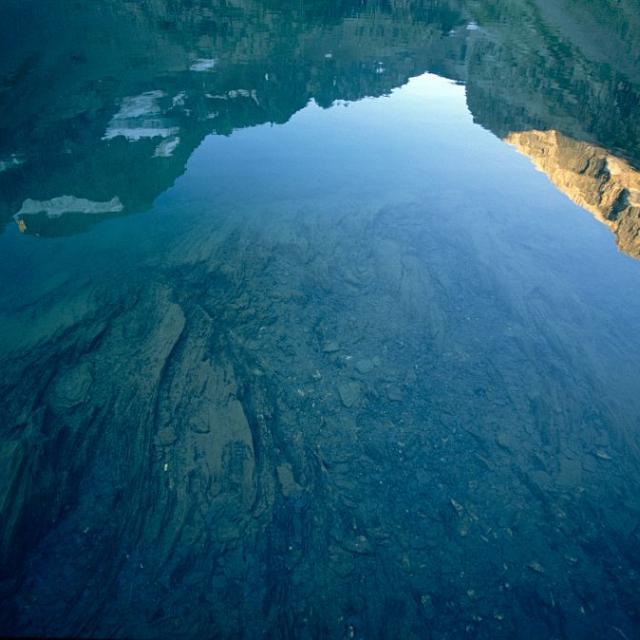 Reflet de la Muzelle dans le lac de la Muzelle © Parc national des Ecrins