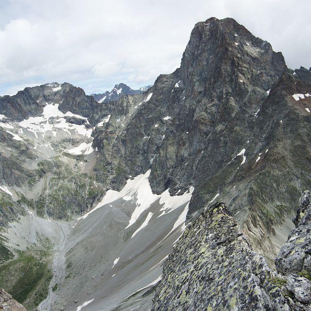L'Olan vu depuis le pic Turbat - granite -  face nord - Valgaudemar © Ludovic Imberdis - Parc national des Ecrins