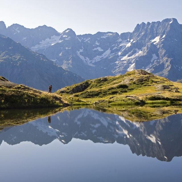 Le lac du Lauzon, dans la vallée du Valgaudemar, miroir du Sirac © Pascal Saulay - Parc national des Ecrins