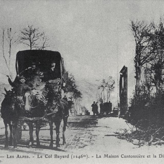Le col Bayard (1246m) - la maison cantonnière et la diligence - Lucien Tron (collection) - Parc national des Ecrins