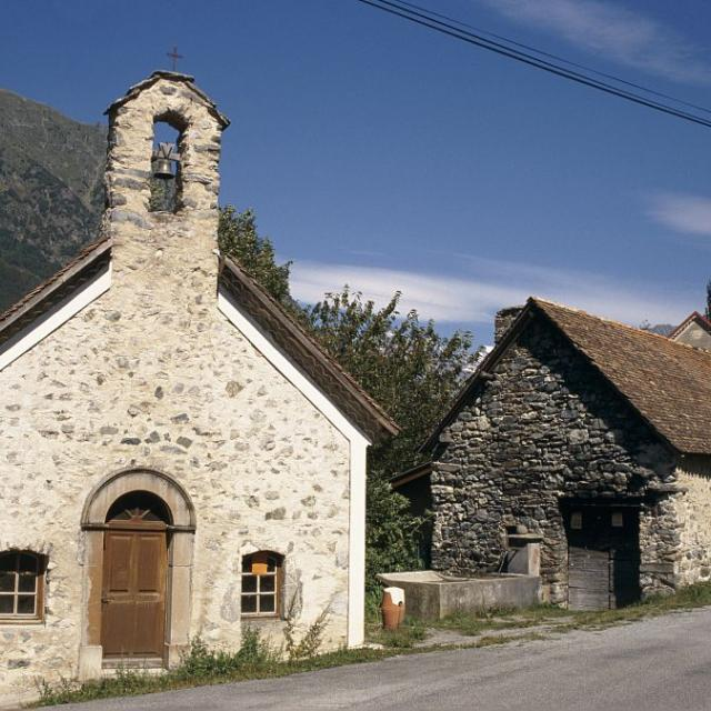 L'église et le four à pain de Lallée - Valgaudemar © Olivier Warluzelle - Parc national des Ecrins
