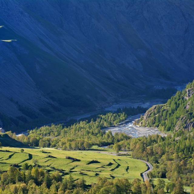 Terrasses au Pied du Col - Villar d'Arêne © Mireille Coulon - Parc national des Ecrins