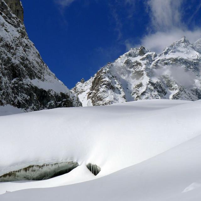 Brouillard sur le glacier Noir - crevasses au front du glacier Noir © Thierry Maillet - Parc national des Ecrins