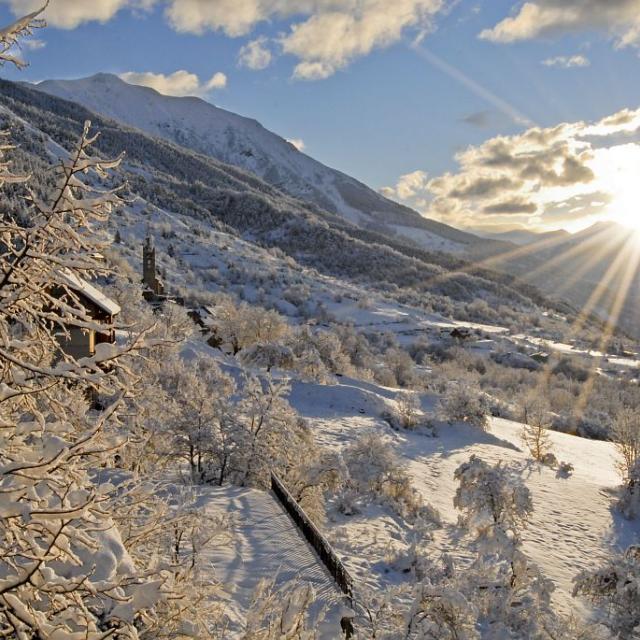 Le village de Réallon sous la neige © Mireille Coulon, Parc national des Ecrins