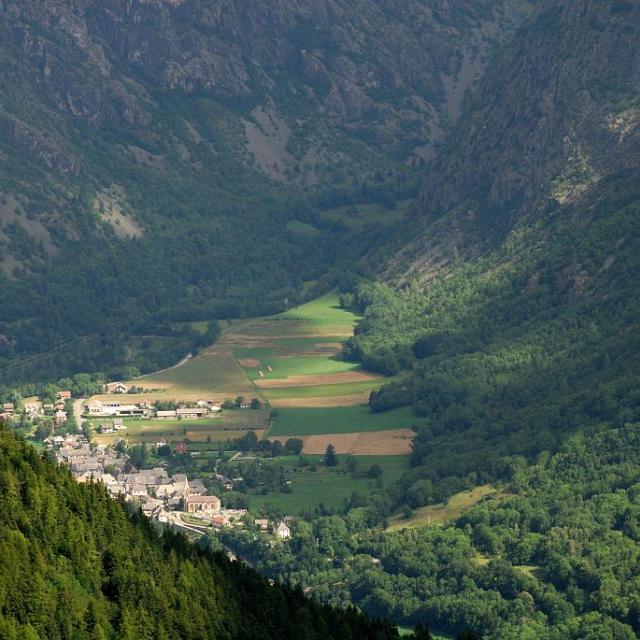 Village d'Entraigues vu d'en haut © Mireille Coulon, Parc national des Ecrins.