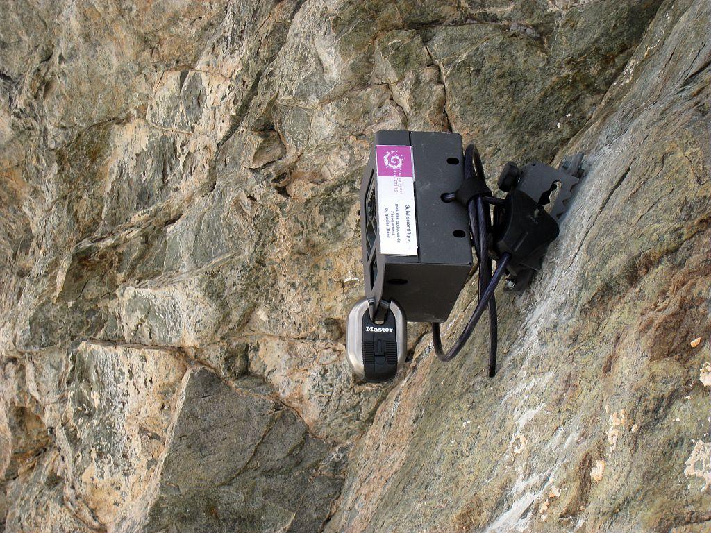 Installation appareil photo automatique - glacier Blanc ©Bouvier Martial - Parc national des Ecrins
