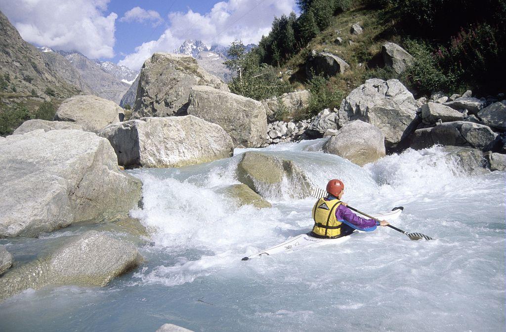 Kayak en Vénéon ©Denis Fiat - Parc national des Ecrins